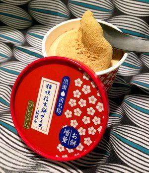 プレミアム桔梗信玄餅アイス。クレープ、プリンなどもあり。