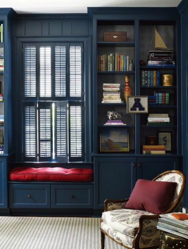 Nothing says cheerfully prep like a cozy navy library.