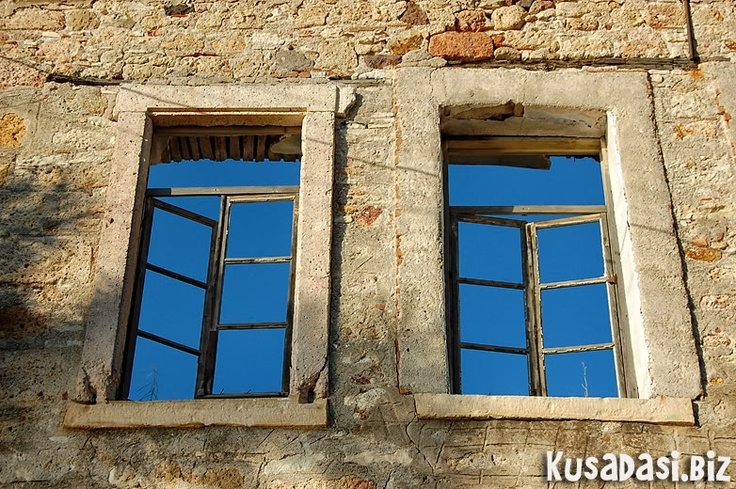 Windows to the sky, Eski Foca.