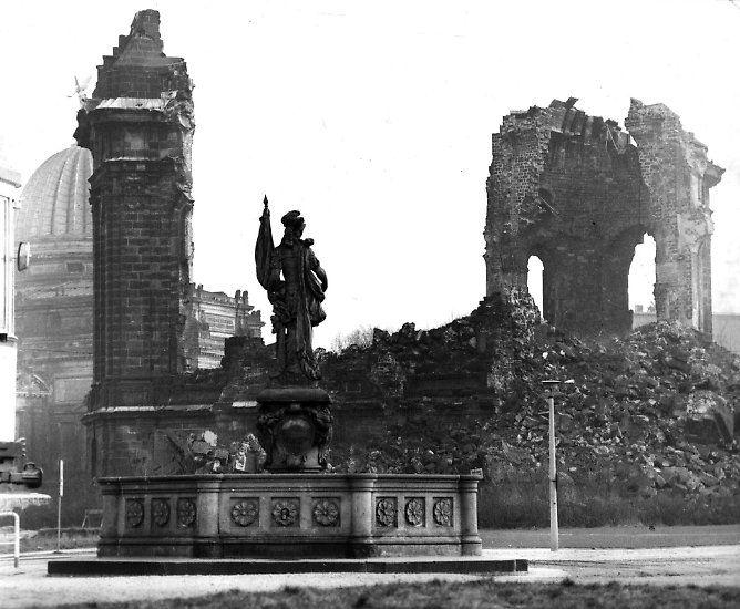 Pin Auf Sinnlos Dresden Klagt An Verbrechen Der Alliierten