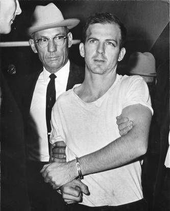 JFK_HIGH_RES_-_STAFF_-_Lee_Harvey_Oswald_at_DPD.jpg (333×413)