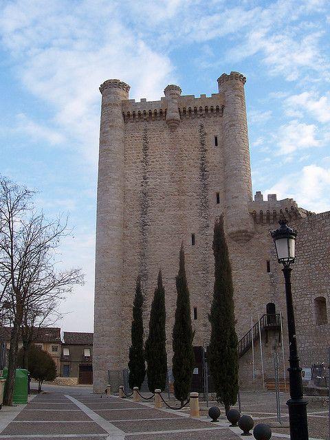 CASTLES OF SPAIN - Castillo de Torija, fortaleza medieval situada en la provincia de Guadalajara. Su fundación se debe a los templarios. Sirvió de atalaya defensiva en las Reconquista, siendo conquistado por los navarros en el siglo XV. Lo reconquistó el marqués de Santillana para Castilla. Durante la Guerra de la Independencia fue volado por orden de el Empecinado para evitar que los ocuparan los franceses. Durante la guerra civil sufrió también cuantiosos destrozos.