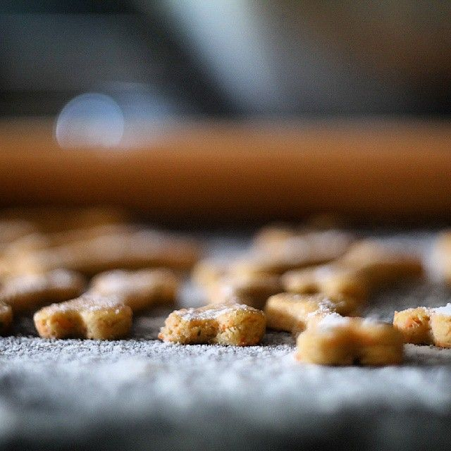 Baking and baking and baking, to make those tails go! #kyonnaturaldogfood #handmade #pinterest