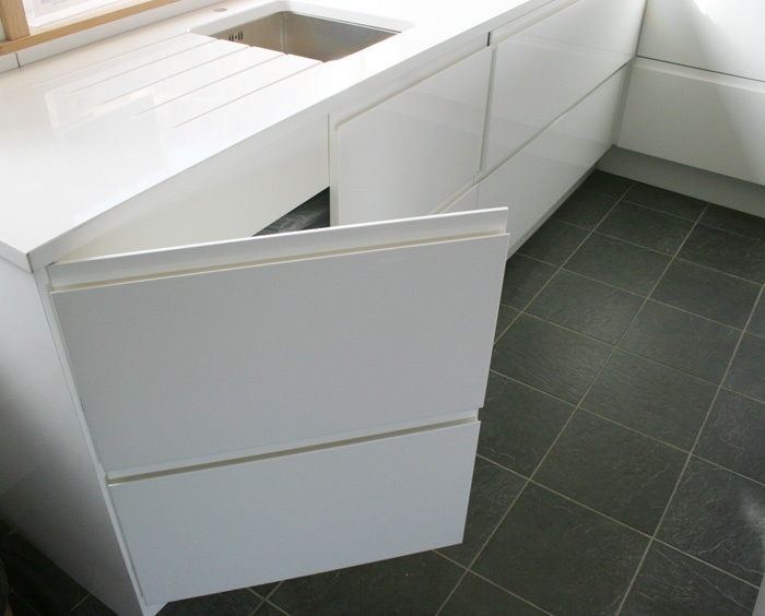 Handleless Kitchen door cut to look like 2 drawers to fit in with a run of pan drawers.