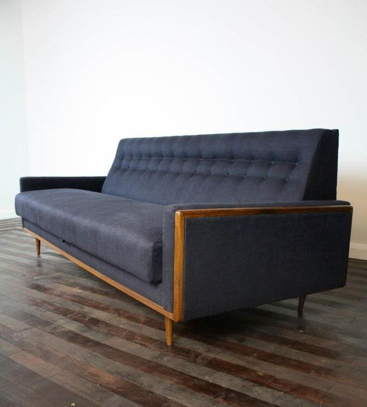 Charmant Incredibly Sophisticated Mid Century Sofa.