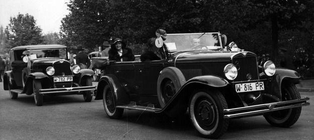 Samochody CWS w czasie Konkursu Piękności, zorganizowanego przez Automobilklub Polski. Warszawa, maj 1931 roku. Pierwszy jedzie CWS T8, za nim CWS T1 /Archiwum Tomasza Szczerbickiego