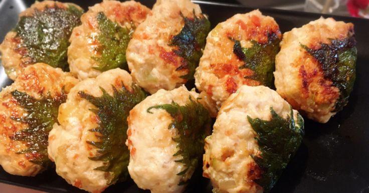 野菜と鳥ひき肉なのでヘルシー☆ 子供にも人気なつくね料理♪ ポン酢につけても◎ さっぱりして美味しい(*^^*)