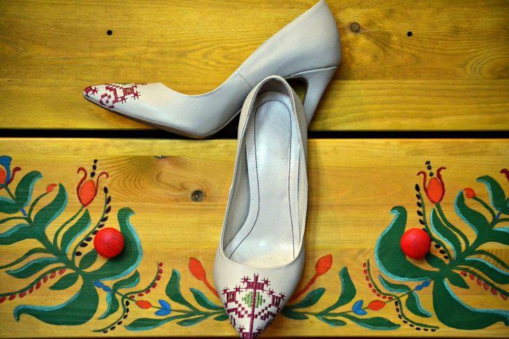 #iutta #iuttashoes #traditional #folkart #symbols