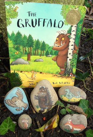 Story Stones - could be made for any story...I'm intrigued by this story, and also the idea of letting kids paint stones for characters to do retelling/summarizing.  Rock on, little rocks.