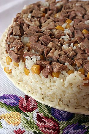 Rice with chickpeas and diced meat. Etli nohutlu pilav