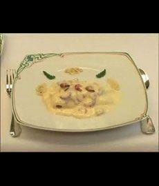 """Recette Filets de sole, mousseline au riesling et aux crevettes grises - chef video - la recette phare du restaurant étoilé bruxellois """"Comme chez soi"""""""