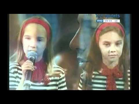 Increíble interpretación del Himno Nacional Argentino por una niña serbia el 16-9-2011 en semifinales de Copa Davis.