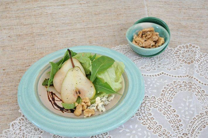 Ensalada tibia de peras y queso azul - Una receta simple y sofisticada, para sorprender en el verano.