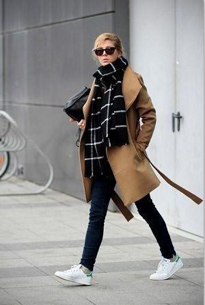 秋冬ファッションにかかせないストールやマフラーは、首に巻いたり、肩に羽織ったりするだけで、おしゃれ上級者に見える便利なアイテムですが、巻き方がワンパターンになっていませんか?今回は、いまさら聞けない定番の巻き方10種類をご紹介します。 もっと見る