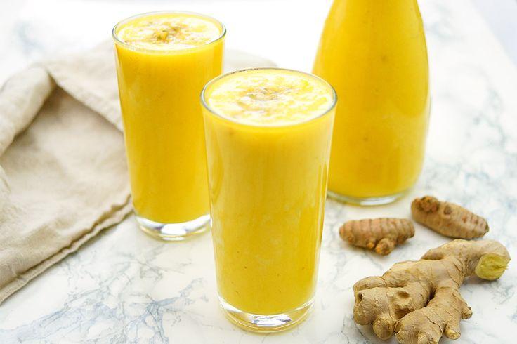 Ein einfaches Rezept für einen Ingwer-Kurkuma-Ananas Smoothie mit vielen gesunden Eigenschaften. Er schmeckt sehr lecker und beugt vielen Krankheiten vor.
