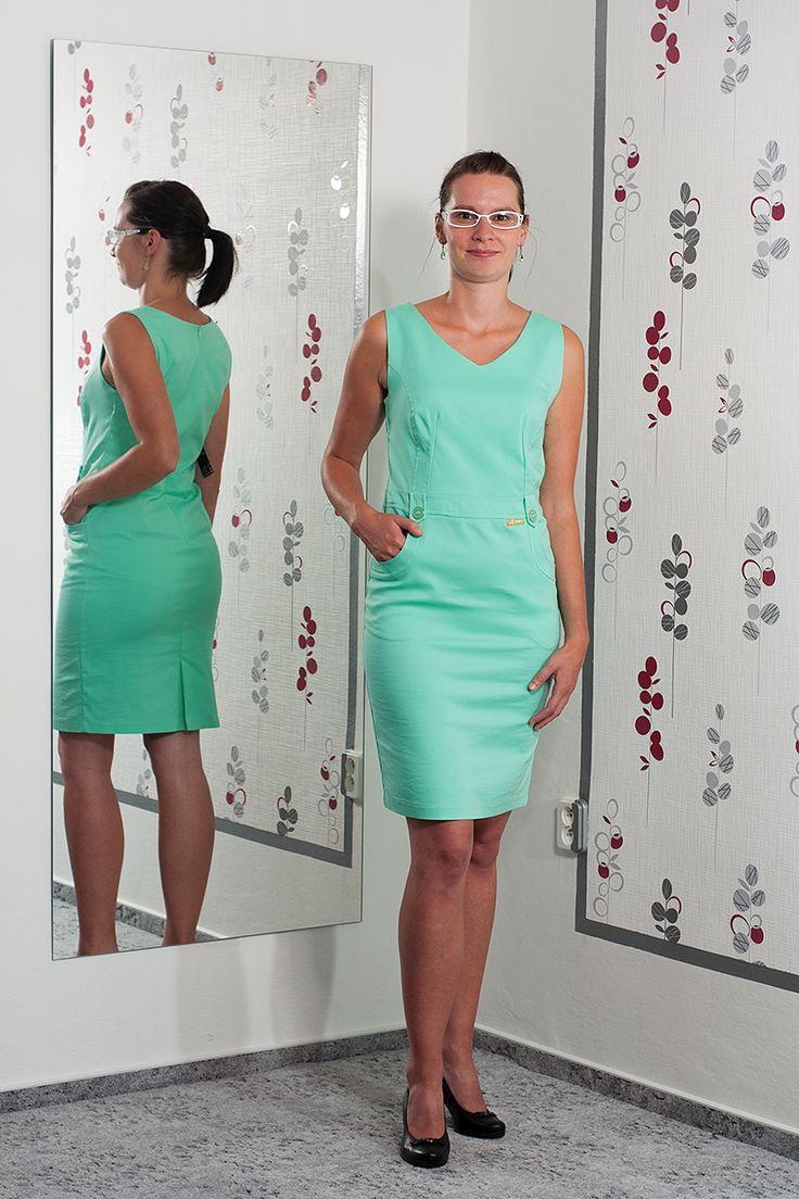 092. Zelenkavé pouzdrové šaty s kapsama.  Vel.: 38  Cena: 860,- kč