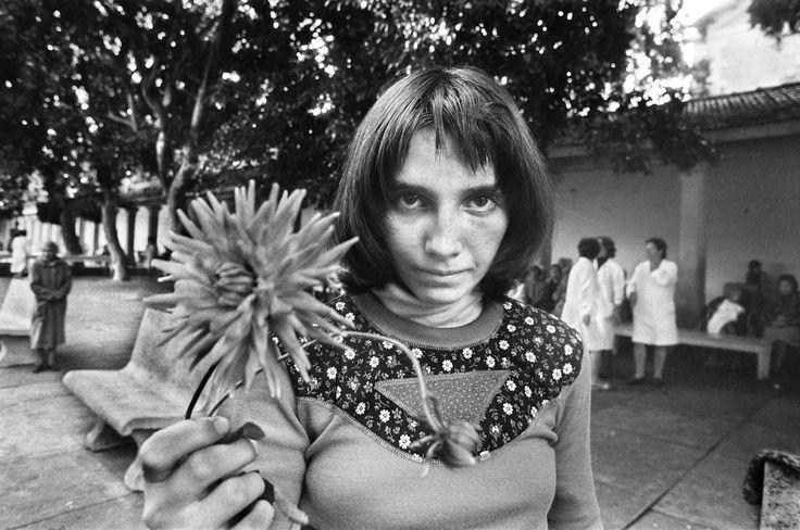 Letizia Battaglia Via Pindemonte, Ospedale Psichiatrico. Palermo 1983 Courtesy l'artista