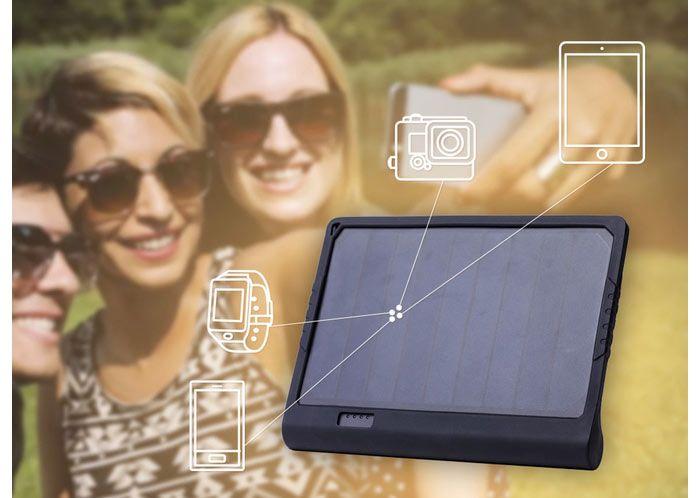 Le PowerTAB de SunnyBAG est un système de recharge compact et nomade de vos périphériques mobiles, dont votre iPhone ou votre iPad, doté d'un panneau solaire photovoltaïque et qui pourra recharger une batterie intégrée de 6 000mAh. Le projet a été financé Kickstarter et le PowerTAB est disponible en précommande. La particularité du PowerTAB est d'être le système le plus efficace et le plus puissant du marché à mobiliser l'énergie solaire pour recharger votre iPhone. - See more at…