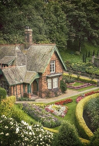 "Do you have to live in a cottage to have a cottage garden? Well, let's define just what exactly constitutes a ""cottage garden."" This article will get you thinking: http://landscaping.about.com/od/landscapedesignideas/a/cottage_gardens.htm"