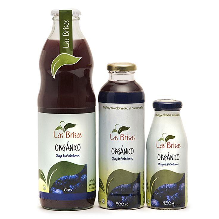 """Generalmente llamada la """"súper fruta"""" el arándano disminuye la acción de los radicales libres asociados con el envejecimiento, el cáncer, enfermedades cardiacas y Alzheimer. Además de ser súper saludable, este jugo es una delicia. ¡Agitalo y tomalo bien frío!  Ingredientes: Agua, arándanos orgánicos, azúcar organico, pectina, ácido citrico. Vencimiento: 12 meses. Presentación: Botella de vidrio en 3 tamaños: 250g / 500cc / 1 litro"""