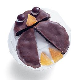 Penguin cupcakes. Easy and fun. Would be great for the letter P snack at preschool.