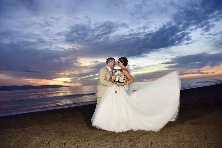 Romantic songs echoed in the background embracing the spirit of the unique destination of Puerto Vallarta at sunset.