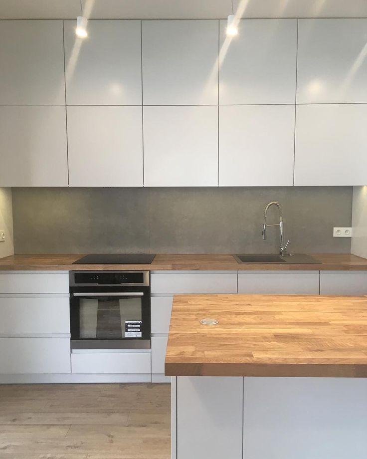 Przez ostatni tydzień nic nie wrzucaliśmy coraz więcej realizacji wpada zatem niedługo nowe zdjęcia. Jak wam sie podoba kuchnia wykonana w delikatnym odcieniu szarości wraz z dębowym blatem? My jesteśmy zachwyceni. Czekamy na Wasze opinie i życzymy miłego dnia. #kuchnia #kuchnie #kitchen #kitchens #kök #küche #køkken #kitchenlove #kitchendesign #kitchendecor #homedecor #wnętrze #wnetrze #remont #renovation #style #dom #home #homesweethome #inspiracja #inspiration #nowemieszkanie #grey…