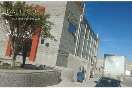 Ubicada dentro de parque industrial Área de Bodega Doble Altura de 9 a 10 metros Techos insulados Oficinas en dos pisos (área de recepción, Baño) Baños de hombres y mujeres Anden Rampa Sistema cont...