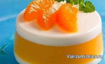 Десерт апельсиновый - очень легкий   Ингредиенты  Апельсины - 2 шт. Желатин - 1 ст. ложка Сок апельсиновый - 1 стакан Сливки - 0,5 стакана  Способ приготовления  Желатин замочить в холодной кипяченой воде до набухания.   Апельсины очистить от кожуры и пленок, нарезать кусочками.  Часть апельсинового сока соединить с половиной набухшего желатина и, помешивая, нагреть до его растворения.  Оставшийся апельсиновый сок смешать со сливками, оставшимся желатином, прогрейте до его растворения…