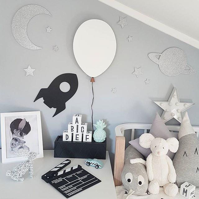 GN  Endelig fikk jeg bestemt meg for hvilken nattlampe Milian skulle ha på rommet. Det ble denne fine ballonglampen fra Globen Lighting Du finner den hos ➡ @cwdesign.no ⬅  ---- #cwdesign #ballonglampe #ledlamp #globenlighting #sponset #barnerom @thatsmine.dk #thatsminedk #veggdekor #walldecor #barneromsinspo #gutterom #lekerom #inspiration #kidsroom #kidsroomdecor #nursery #bedroom #decorforkids #kidsstyle #boysroom #barnrum #børneværelse #kinderzimmer #kinderkamer