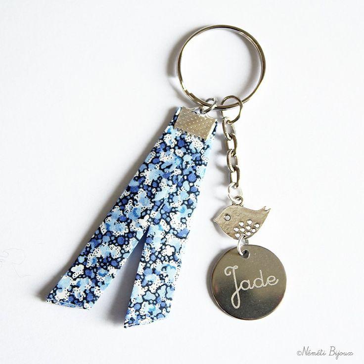 Porte clés tissu pepper liberty bleu gravé personnalisé - gravure prénom message maman mamie marraine... : Porte clés par nemeti