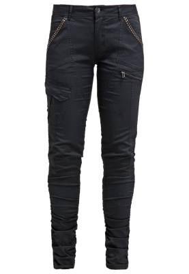 Cream Pantalon De Tela Pitch Black Pantalones De Mujer El mundo de los pantalones de mujer está lleno de sorpresas, desde los modelos más clásicos por su avivar de estilos inconformistas.