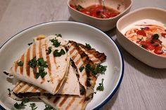 Quesadillas met zoete aardappel  en zwarte bonen puree.