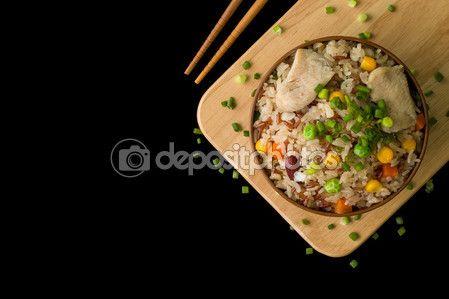 Китайский жареный рис фон / китайский Жареный рис / китайский Жареный рис на черном фоне — Стоковое фото © supparsorn #86031232