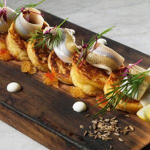 Картофельные блинчики с маринованной корюшкой