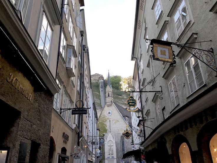 L'ascensore per il Mönchsberg dalla Getreidegasse - Un itinerario di 4 giorni a Salisburgo e nel salisburghese, alla scoperta della città di Mozart e della musica, tra sfarzosi palazzi barocchi, inespugnabili fortezze e montagne innevate.