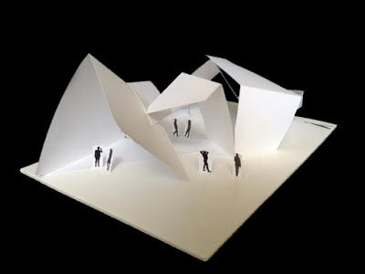 Florian Nadeau: Faltende Architektur