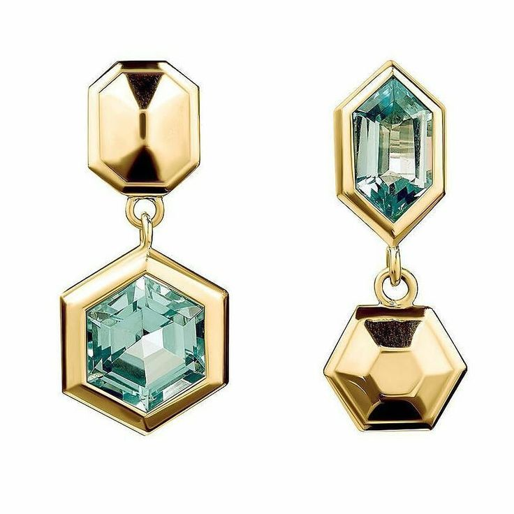 Mismatched & geometric these Puzzle earrings by Tessa Packard from the Lost and Found collection in yellow gold and vermeil with blue topazes __________ Desiguales y geométricos estos pendientes Puzzle de Tessa Packard de la colección Lost and Found en oro amarillo y vermeil con topacios azules __________ #DeJoyaEnJoya #FromJewelToJewel #JewelryBlog #TessaPackard #TessaPackardLondon #TessaPackardJewelry #BristishJewelry #london #LondonJewelry #LondonLuxury #BritishDesign #design #puzzle #e