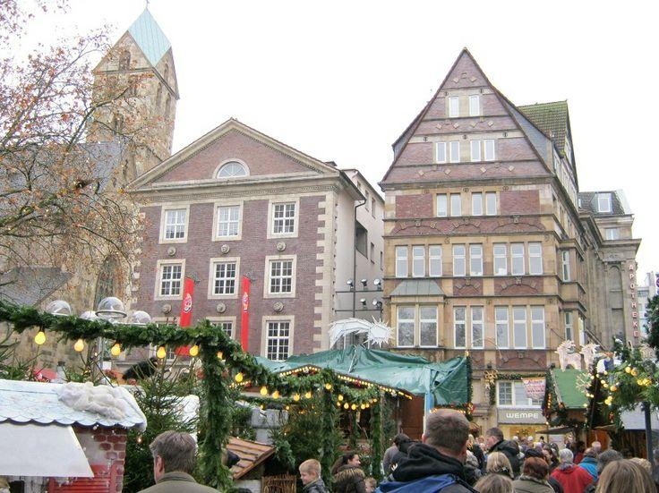 Der Dortmunder Weihnachtsmarkt zählt zu den größten und schönsten Weihnachtsmärkten Deutschlands. An mehr als 300 Ständen gibt es nahezu alles, was die Herzen in der besinnlichen Jahreszeit höher schlagen lässt..