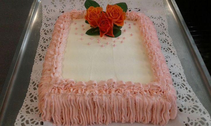 90v. Täytekakku juhliin, kerroin sankarille olette prinsessakakun ansainneet!  Hän meni katsomaan kakkua, tuntui olevan hyvin iloinen! 10.6.2017
