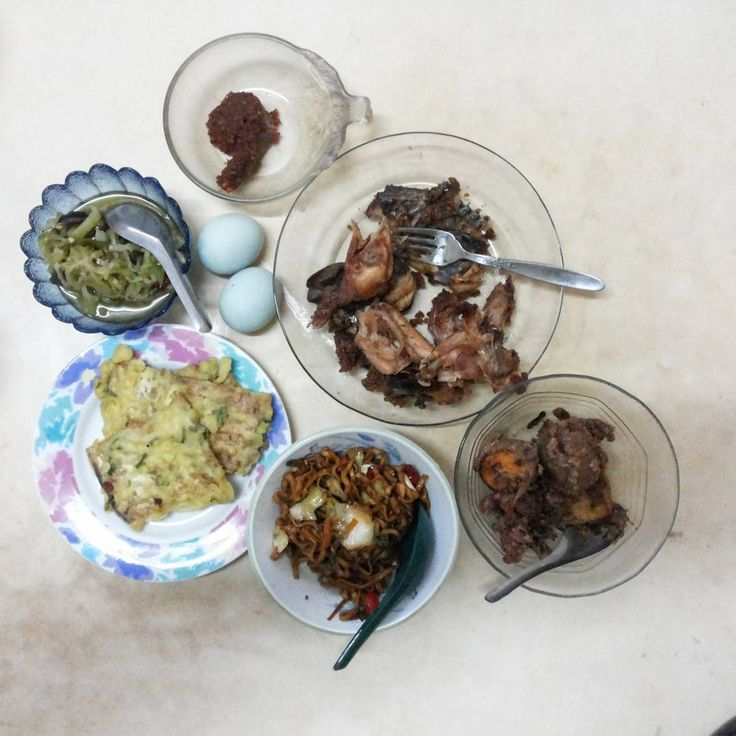#breakfast with the real mendoan at cilacap #centraljava #indonesia  FYI : at #jakarta #yogyakarta or some other city #tempe that fried with flour called mendoan but mendoan it self refer to half fermented soy not how to cooks tempe. Tempe = full fermented soy  #instafood #foodgram #kulinercilacap #kulinerpurwokerto
