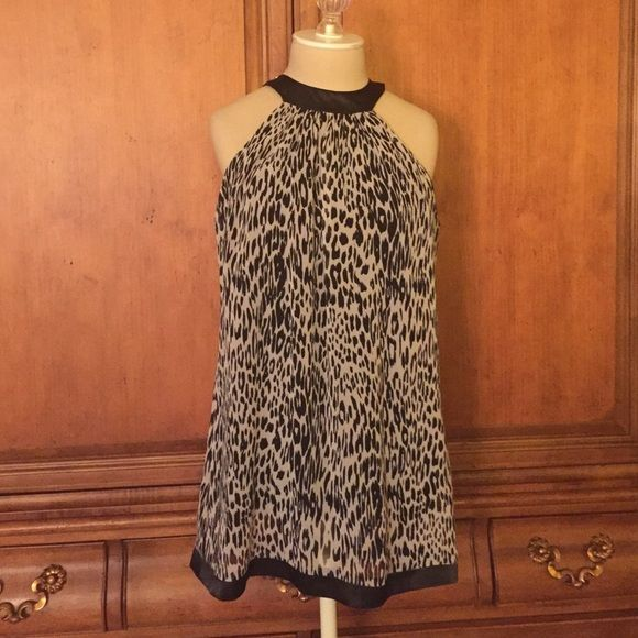 """Forever 21 Top Purchased at Forever 21, label on top says """"forever"""" - fun black & white print. Fully lined with 2-button key-hole closure back neck. Great condition! Forever 21 Tops"""