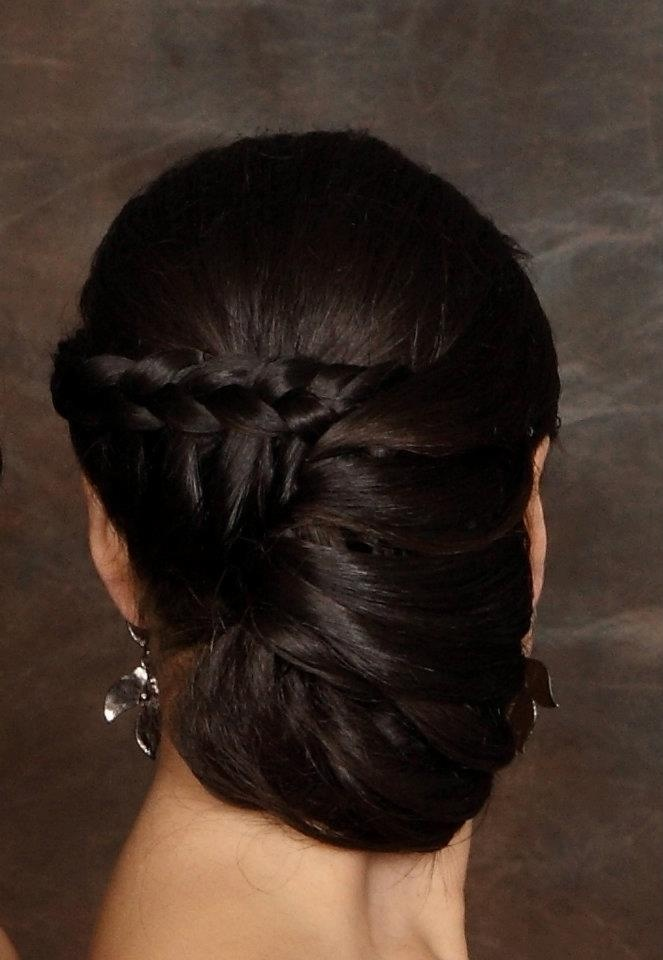 braided up do by Betzy Acosta, peinado y maquillaje #updo #chongo #regogidocontrenza #braid