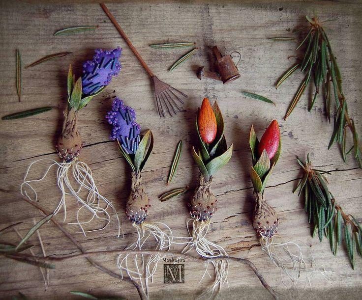 Весна скоро! И у меня весенние луковичные броши. Гиацинты и тюльпаны.   9-9.5 см, текстиль, акрил, японский бисер. Ищут своих волшебниц. 1.900 с пересылкой. Остался один гиацинт.  Spring is coming soon! Bulbous plants - brooches. For sale.   #mandragora #мандрагорины_брошки #луковичные #тюльпаны #гиацинты #весенее #броши #луковичныецветы #брошь #аксессуар #brooch #plants #tulips #mandragora_root