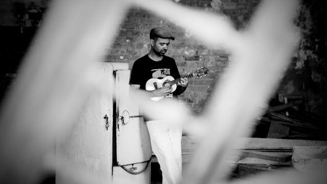 Reconhecido como um dos autores mais virtuosos de sua geração, o cantor e compositor Rodrigo Campos canta na zona leste no dia 31 de agosto, às 20h, no palco do CEU Rosa da China. A entrada é Catraca Livre.