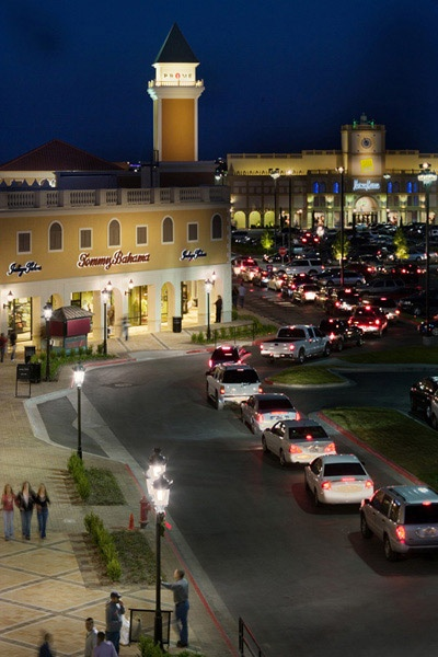 Find all of the stores, dining and entertainment options located at San Marcos Premium Outlets®.