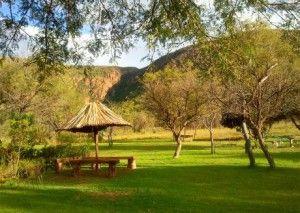 Berg & Rivier Plaas Retreat en Rivieroewer kampering bied ongerepte bosveldnatuur vir 4×4 boswaens en tente. Die kampplekke is almal privaat. Die kampplek bied baie aktiwiteite en 'n salige rustigheid. Berg en Rivier bied ook 'n tentkamp met safari tente en luukse lodge akkomodasie.