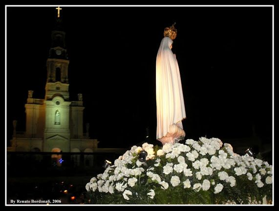 Santuario di Fatima Processione con le candele del 13 agosto 2006 Foto di Renato Bordonali  Libero dominio