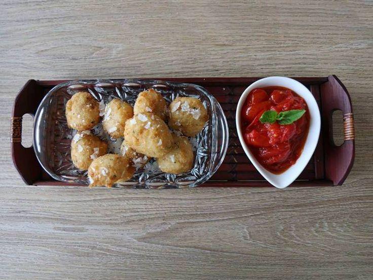 Polpette di Pane pugliesi in salsa di pomodorini datterini semi crudi