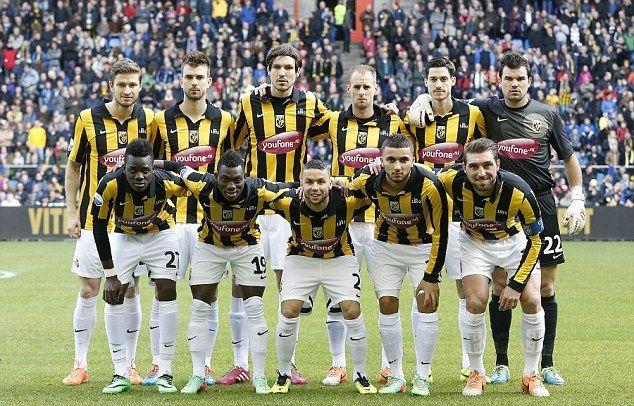 Inilah secara lengkap skuad terbaru atau daftar pemain SBV Vitesse Arnhem dimusim 2016/2017. Skuad Vitesse yang ingin bersaing dipapan atas Eredivisie Liga Belanda musim ini. Tim yang dilatih oleh …